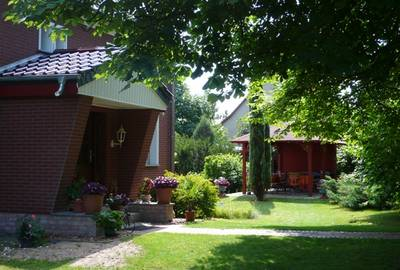 Pension und Gartenpavillon